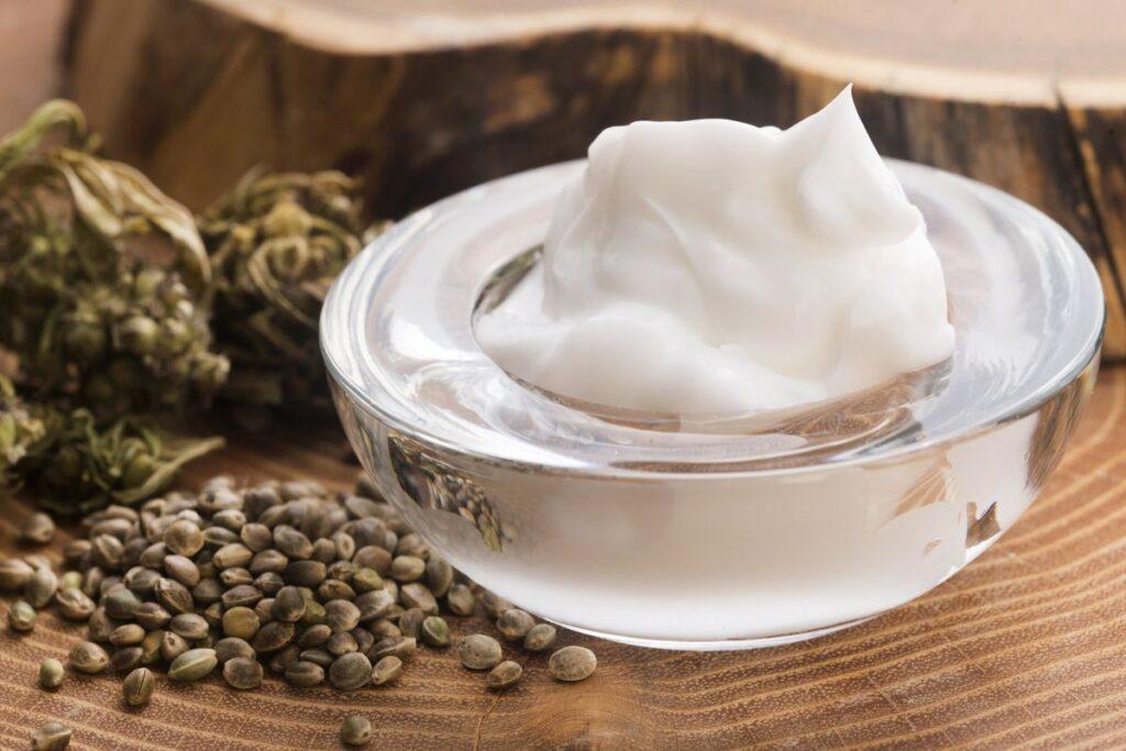 Crème réalisée avec du CBD pour lutter contre les problèmes de peau