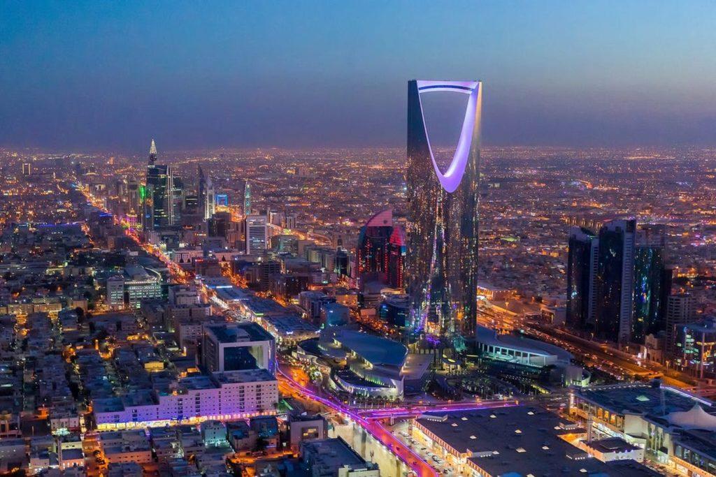 Ville d'Arabie Saoudite de nuit